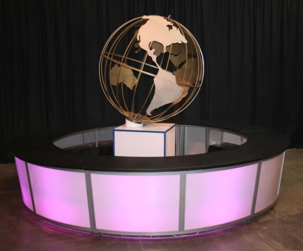 Frosted-Plexi Round Bar with Rotating Globe in the middle.