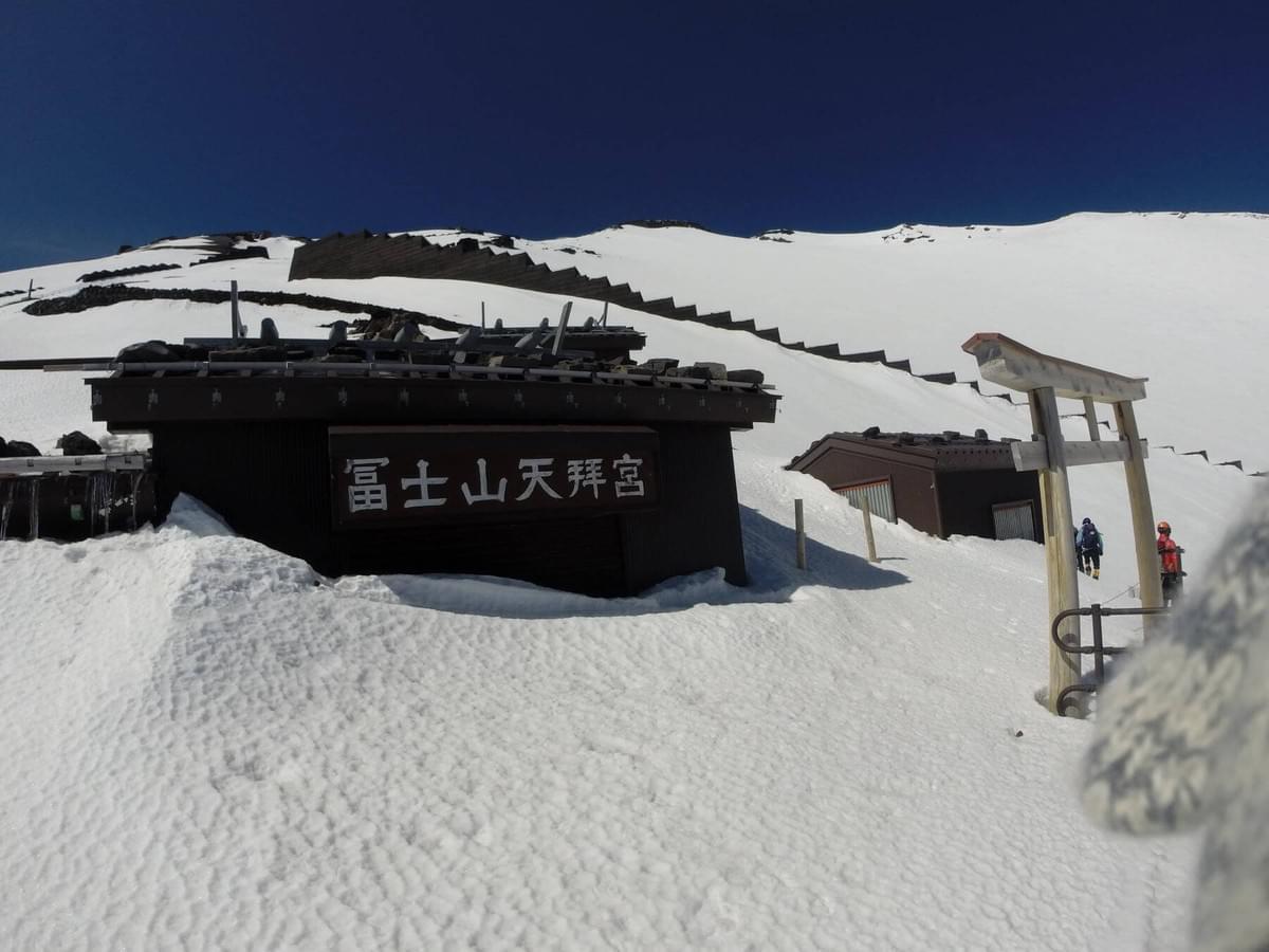 バラバラ 富士山 滑落