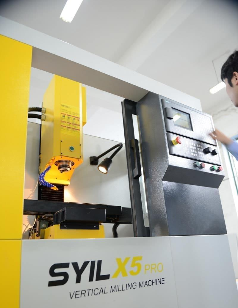 SYIL mini milling machine