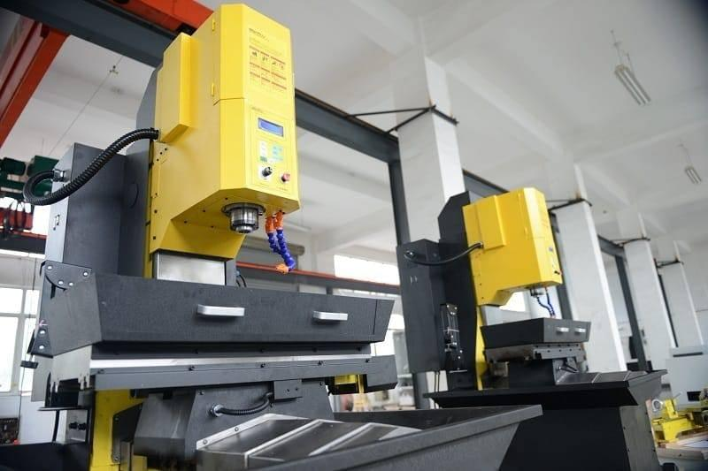 SYIL X7 - the small CNC milling machine