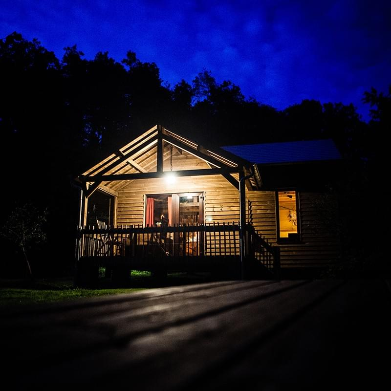 Cabane by night