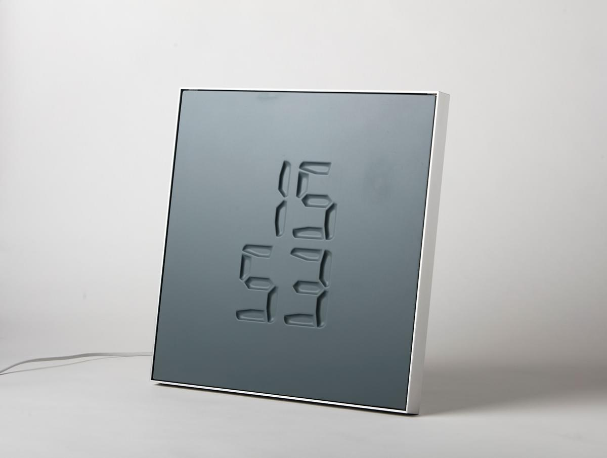 ETCH Clock with relaxed membran