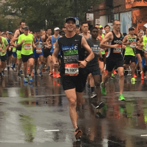 runner at smiling for the camera whilst running in chicago marathon