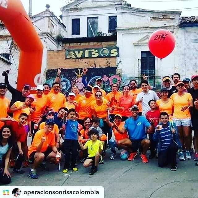 A group of runners from 21Korredores Bogotá pose with children at the Operation Sonrisa 5K race