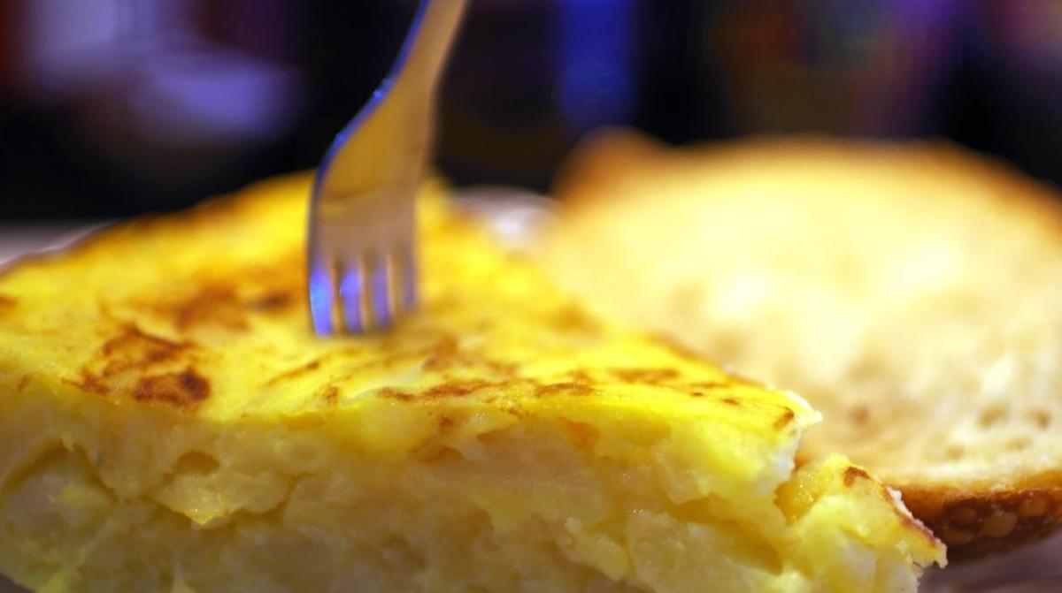 Things to do in Malaga - Try the tortilla de patatas