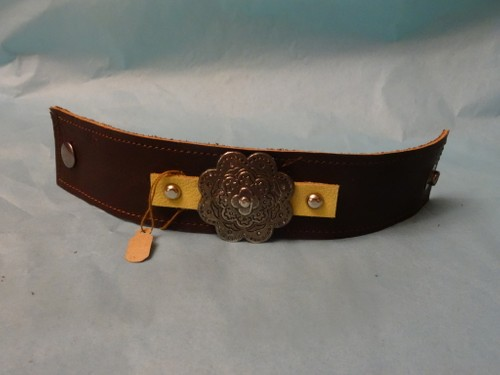 Leather bracelet with floral concho