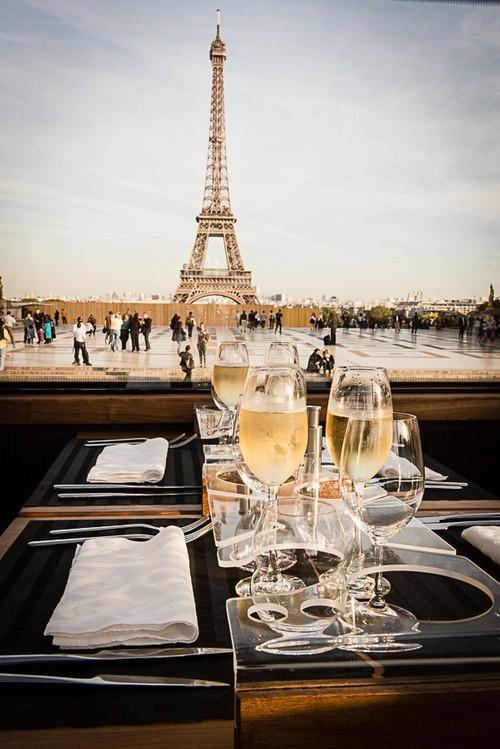 流动的盛宴 ——巴黎美食观景巴士